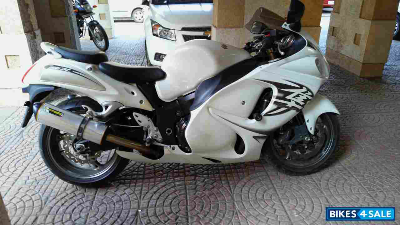 White Suzuki Hayabusa GSX1300R for sale in Thane. Price is ...  White Suzuki Ha...