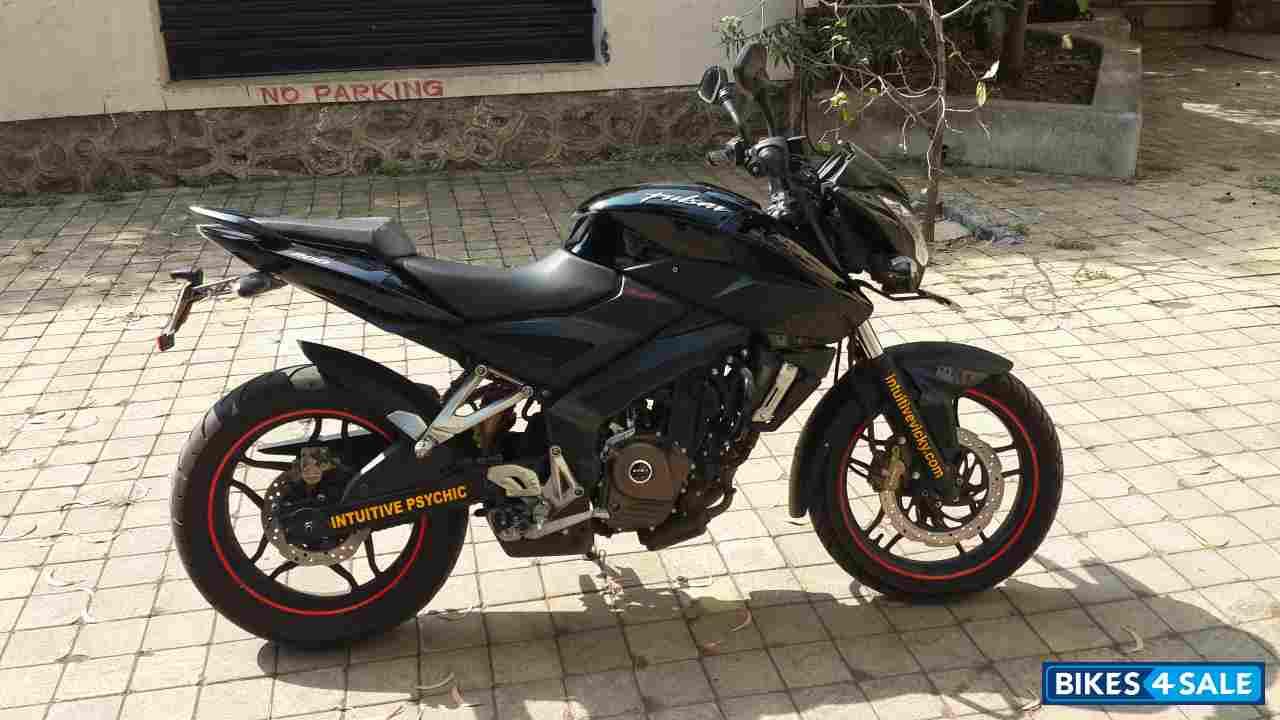 Electric Bikes For Sale >> Black Bajaj Pulsar 200 NS Picture 1. Bike ID 123940. Bike located in Pune - Bikes4Sale