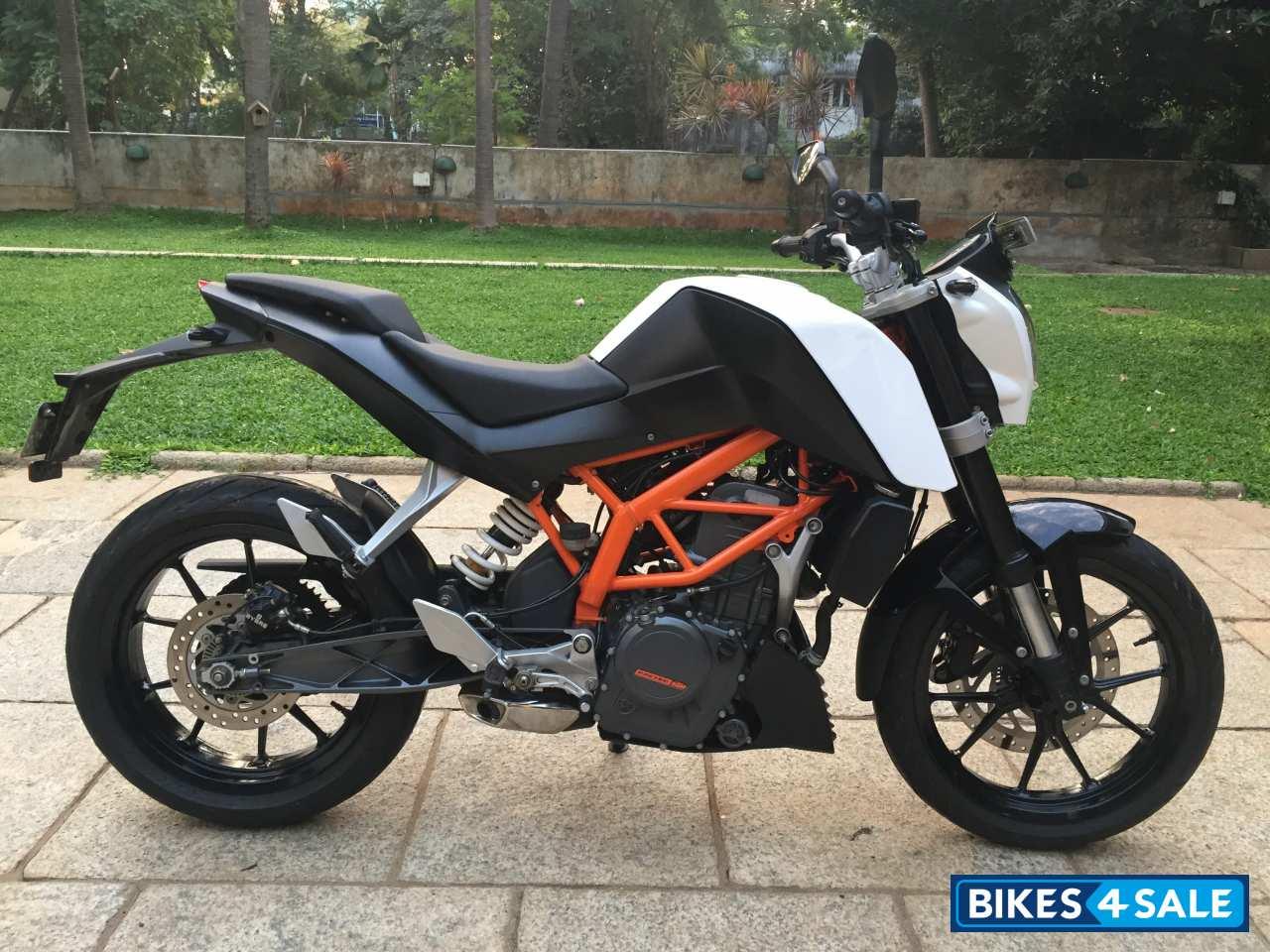 white black ktm duke 390 picture 1 album id is 127192 bike located in chennai bikes4sale. Black Bedroom Furniture Sets. Home Design Ideas