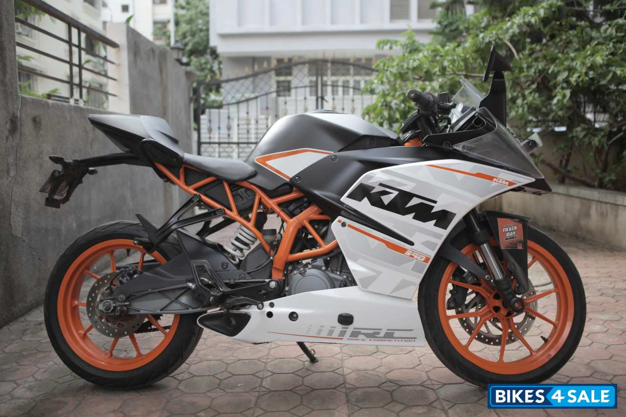Used 2015 Model Ktm Rc 390 For Sale In Pune Id 148818 Black And White Colour Bikes4sale