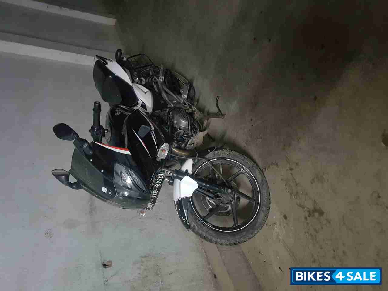 Blacken White Bajaj Pulsar 220F