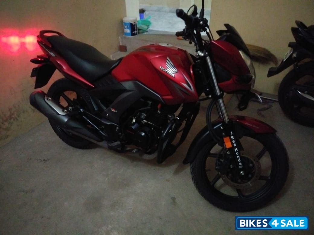 Red Honda CB Unicorn 160