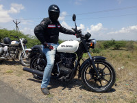 White Royal Enfield Thunderbird X 350