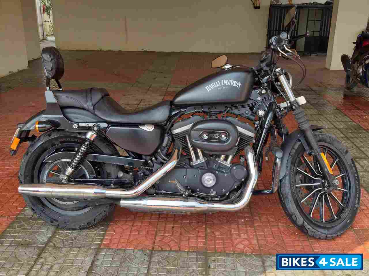 Matt Black Harley Davidson Iron 883