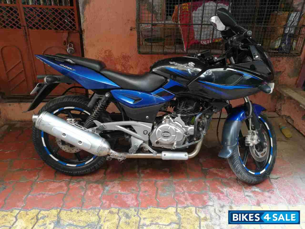 Used 2016 Model Bajaj Pulsar 220f For Sale In Mumbai Id