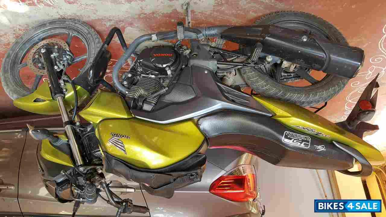 Honda CB Trigger premium 150cc bike Launched | ZigWheels.com