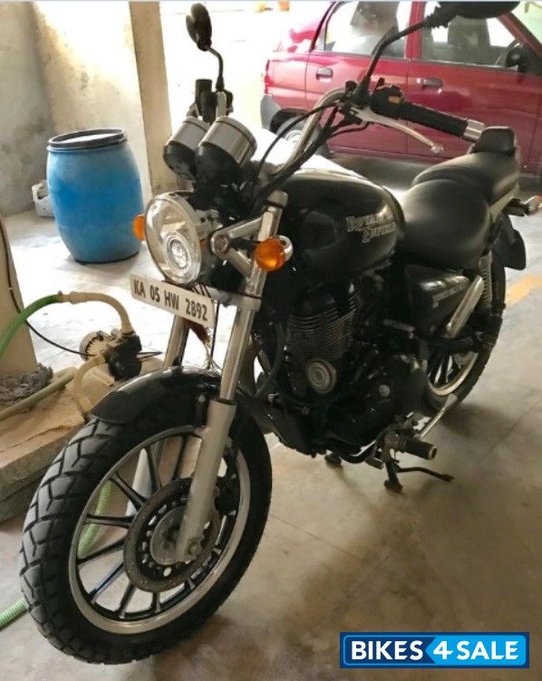 Black Royal Enfield Thunderbird 500