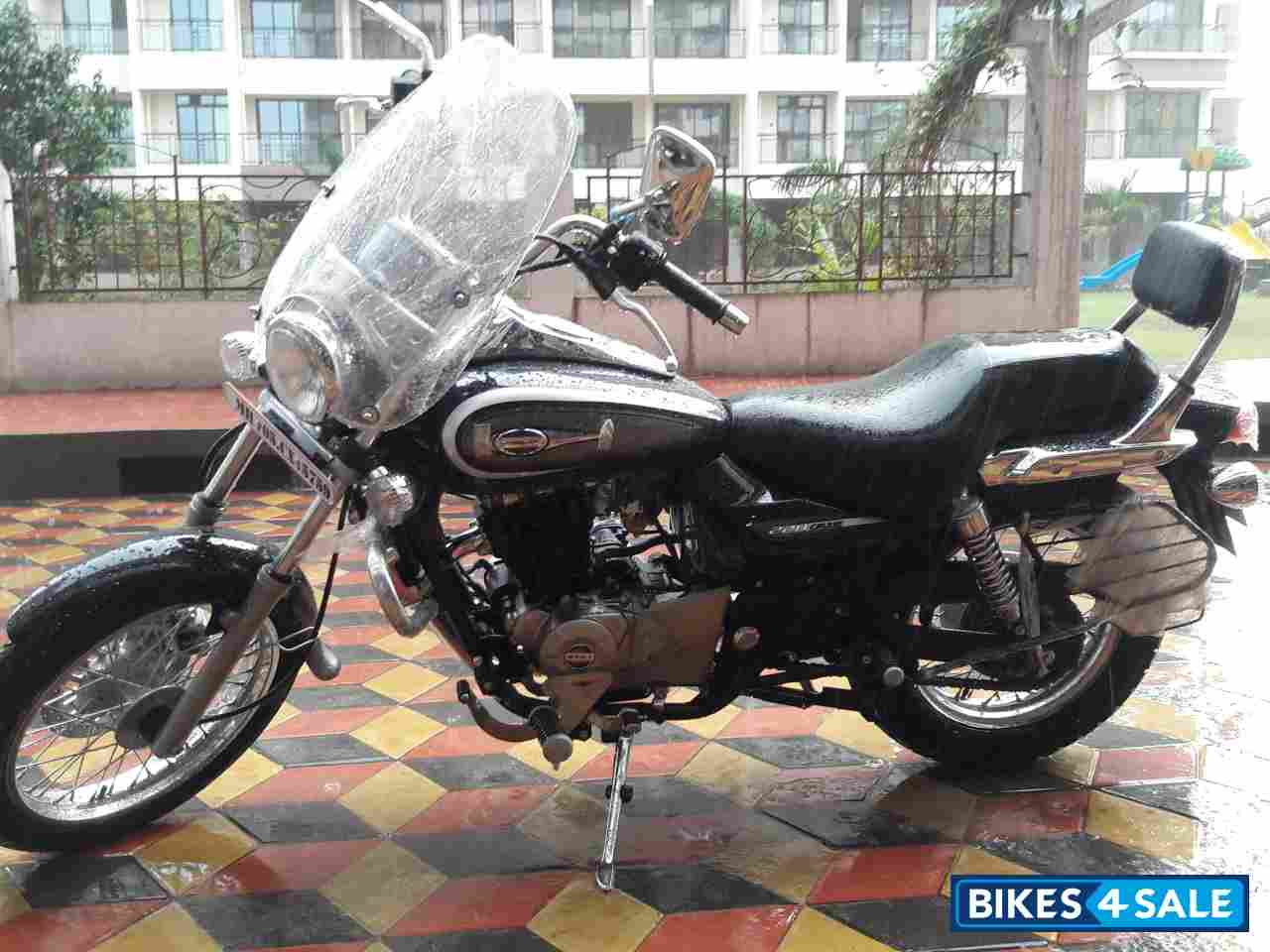 Black And Grey Bajaj Avenger Cruise 220