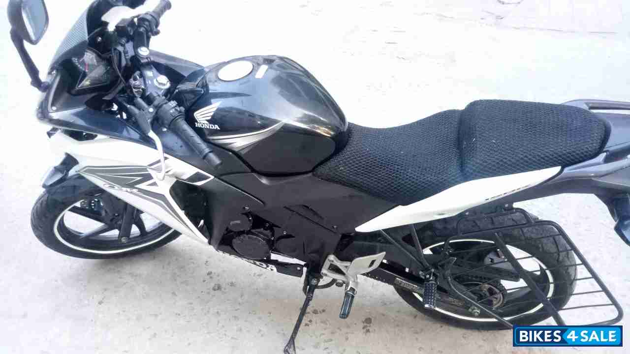 Black and white honda cbr 150r