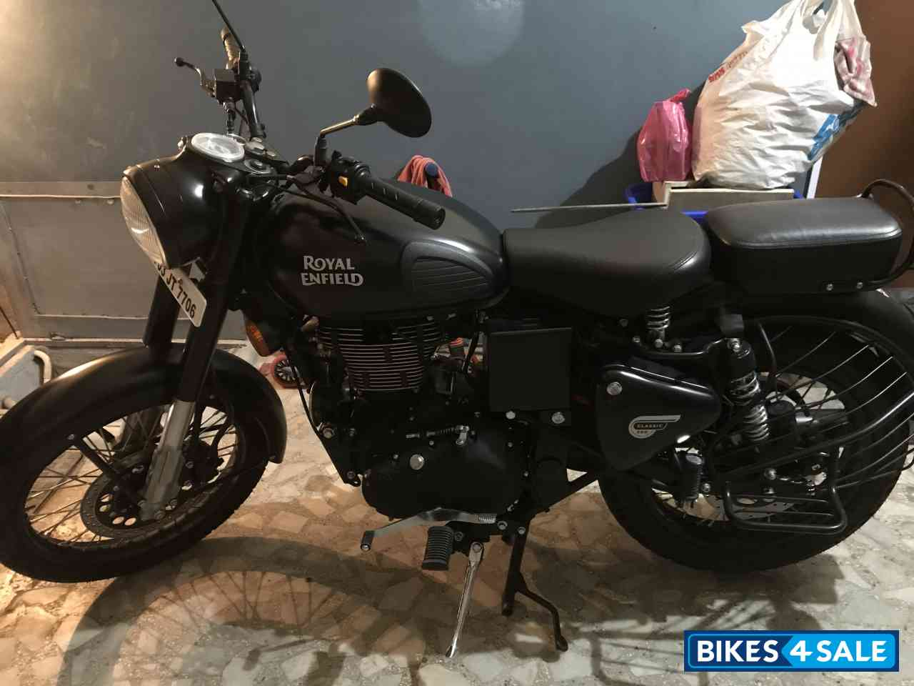 Black Royal Enfield Classic Stealth Black