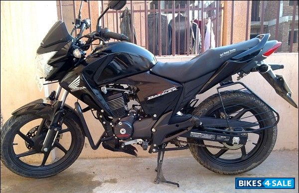Black Honda Unicorn Dazzler