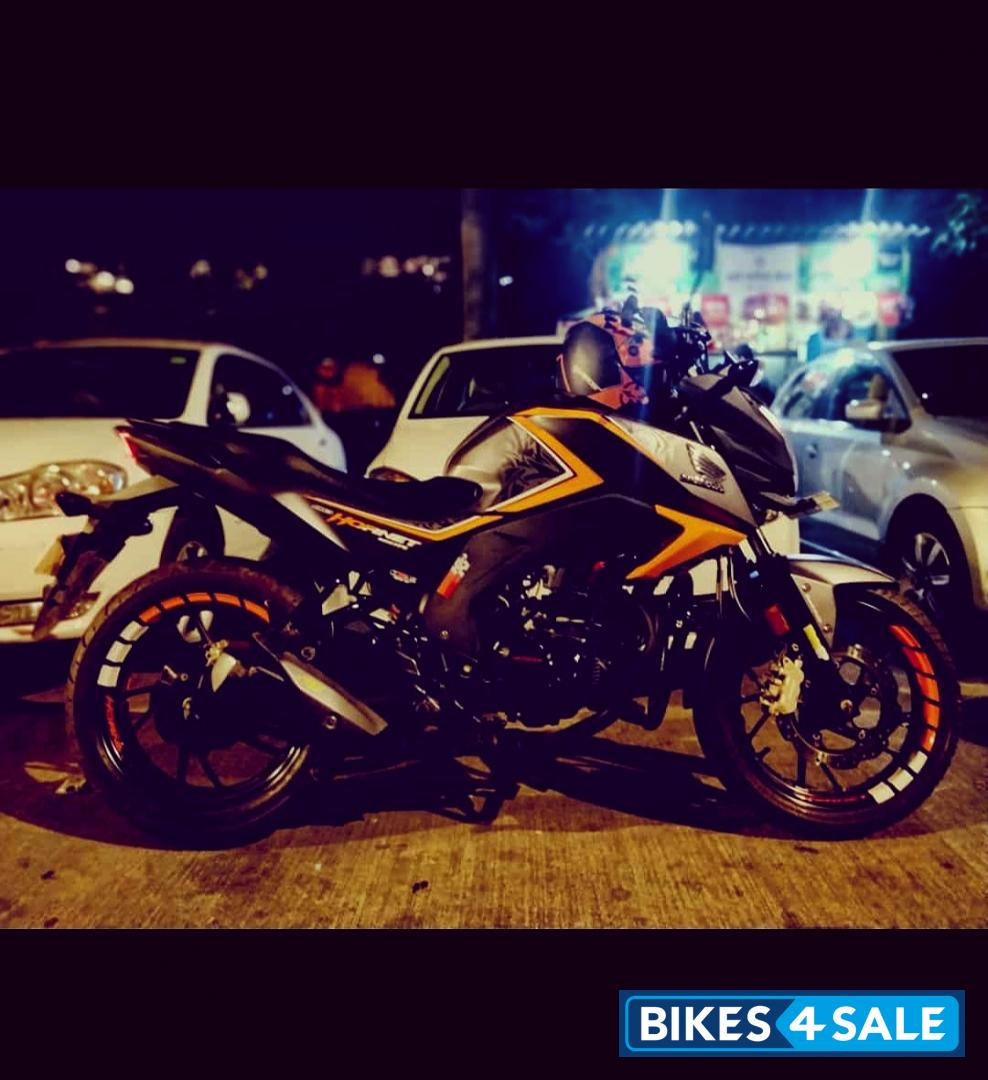 Orange Honda CB Hornet 160R