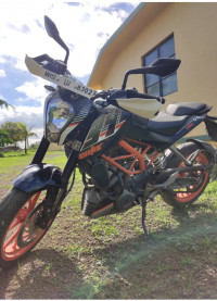 Mid Black KTM Duke 390