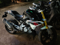 Cosmic Black BMW G 310 R