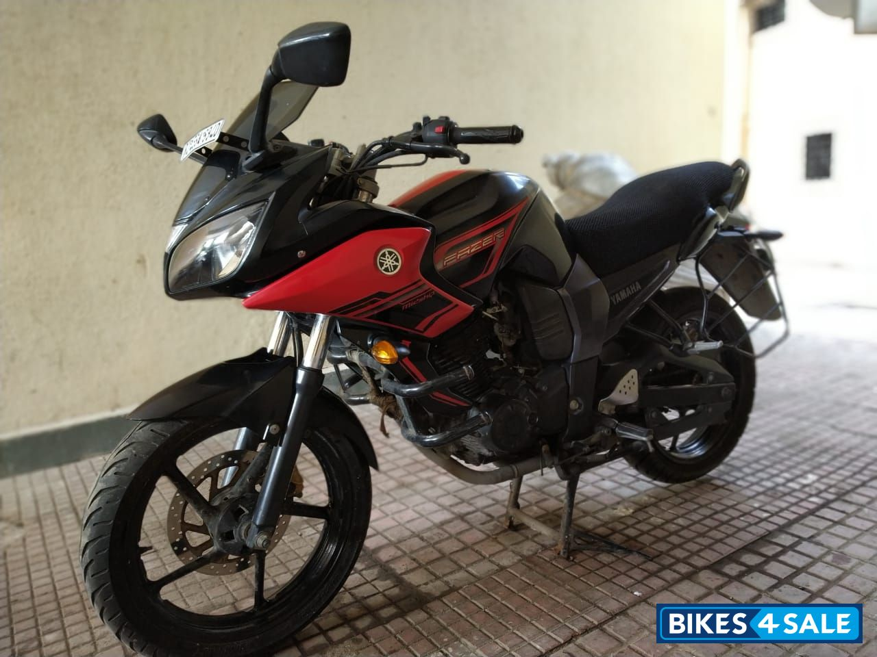 Red And Black Yamaha Fazer