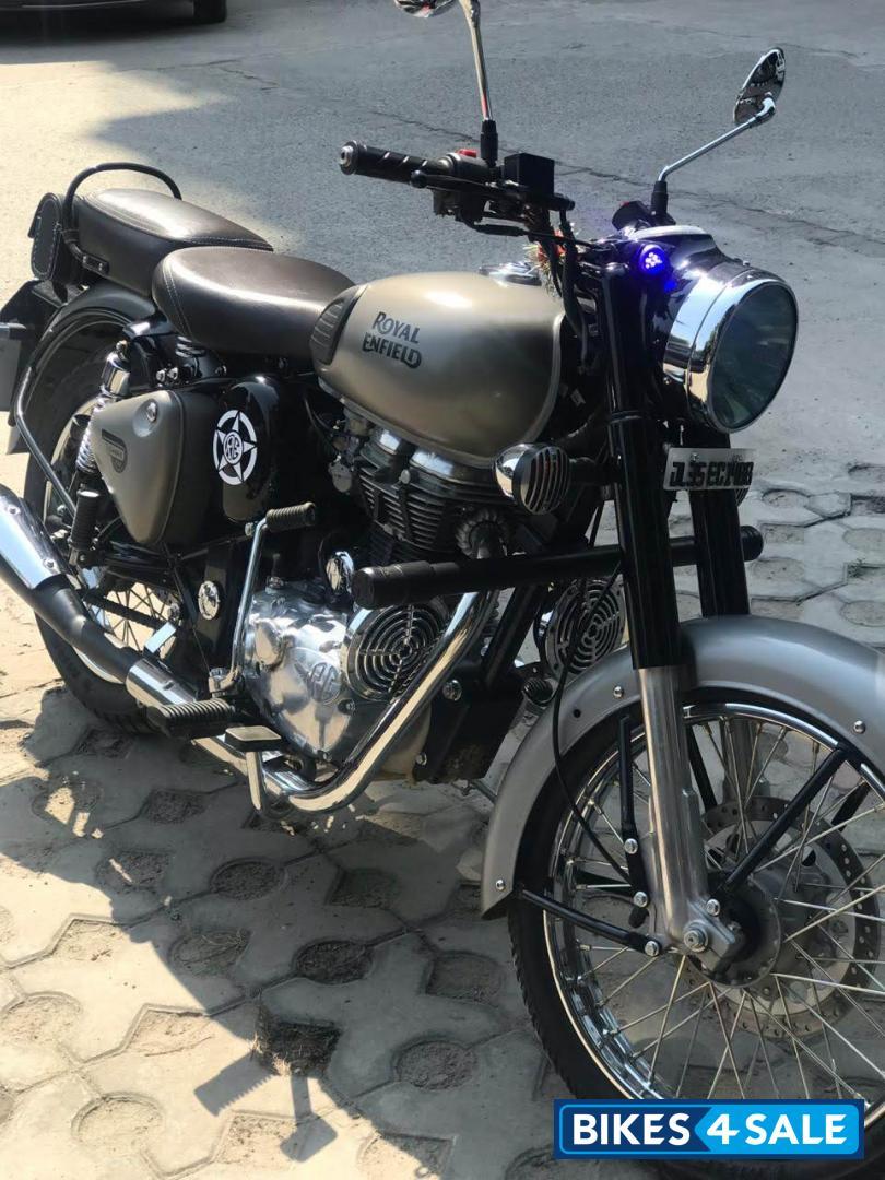 Used 2018 Model Royal Enfield Classic Gunmetal Grey For Sale In New Delhi Id 243703 Bikes4sale