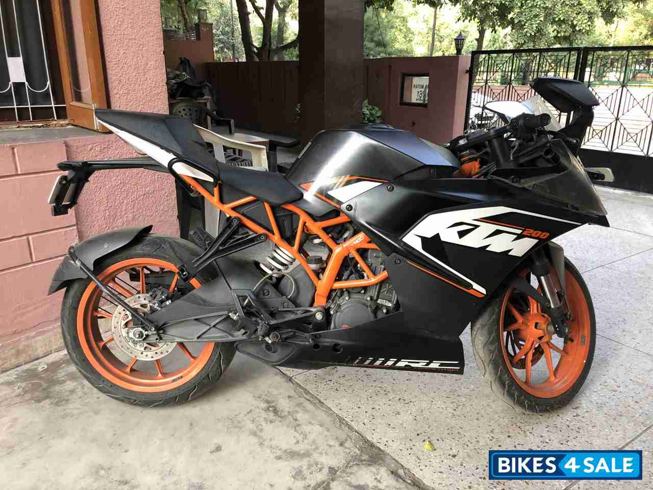 Used 2015 Model Ktm Rc 200 For Sale In Ghaziabad Id 245791 Black Colour Bikes4sale