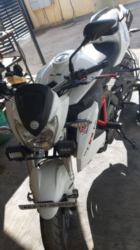 White/red Benelli TNT 600 i
