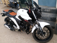 White Limited Edition Yamaha FZ25