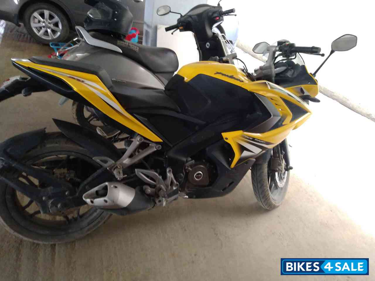 Yellow Bajaj Pulsar RS 200