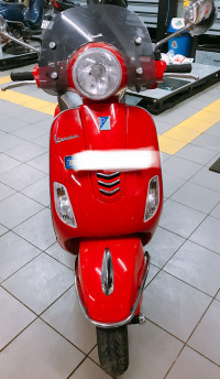 Red Vespa VXL 150