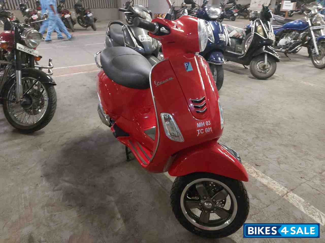 Red Vespa VXL 125 BS6
