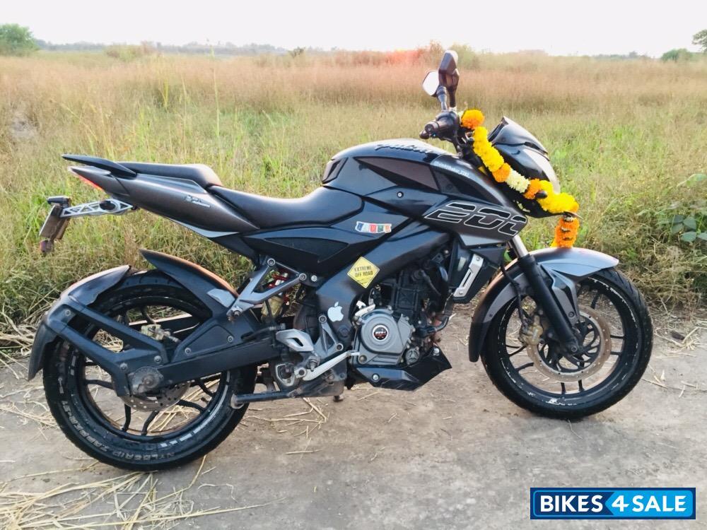 Used 2017 model Bajaj Pulsar 200 NS for sale in Pune. ID