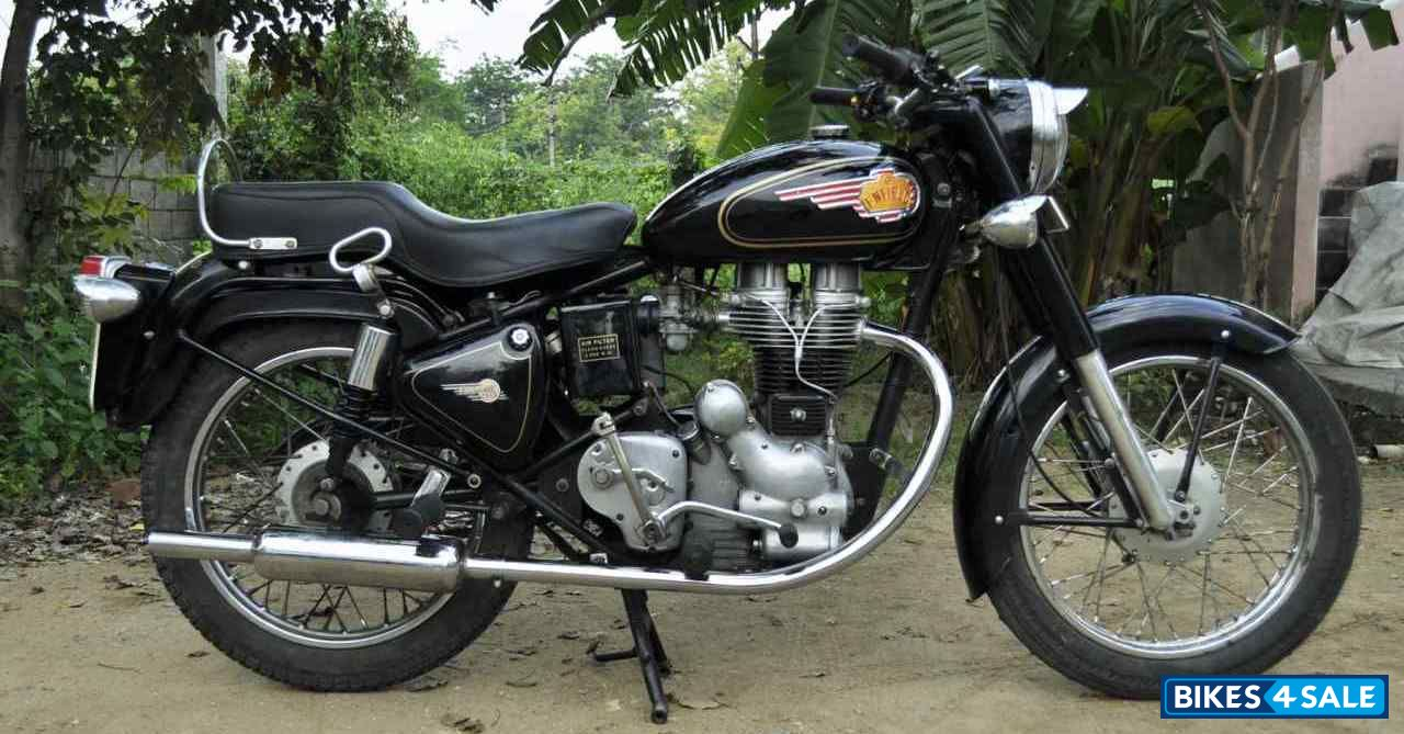 Black Royal Enfield Bullet 350