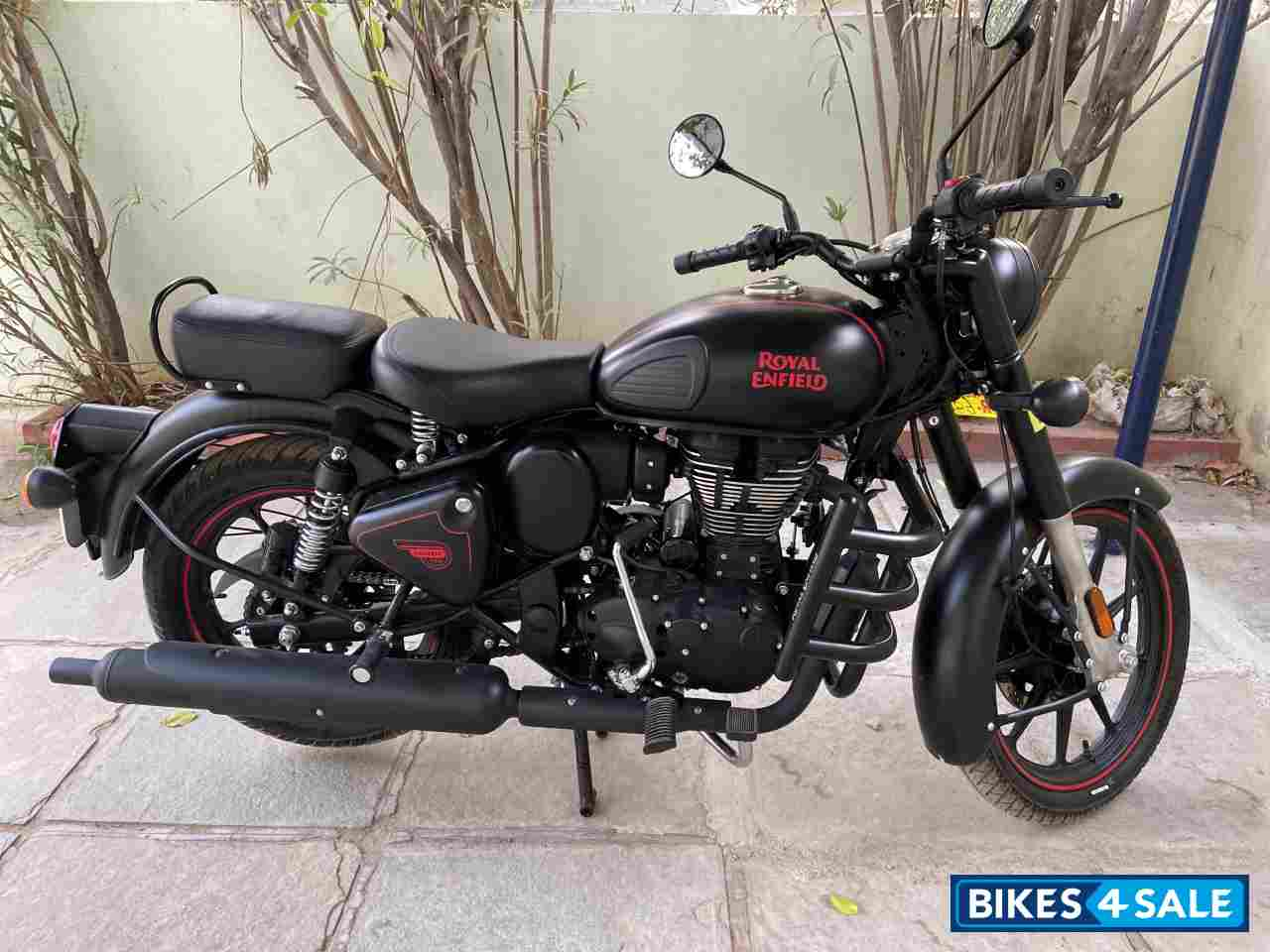Stealth Black Royal Enfield Classic 350 Dual Channel BS6