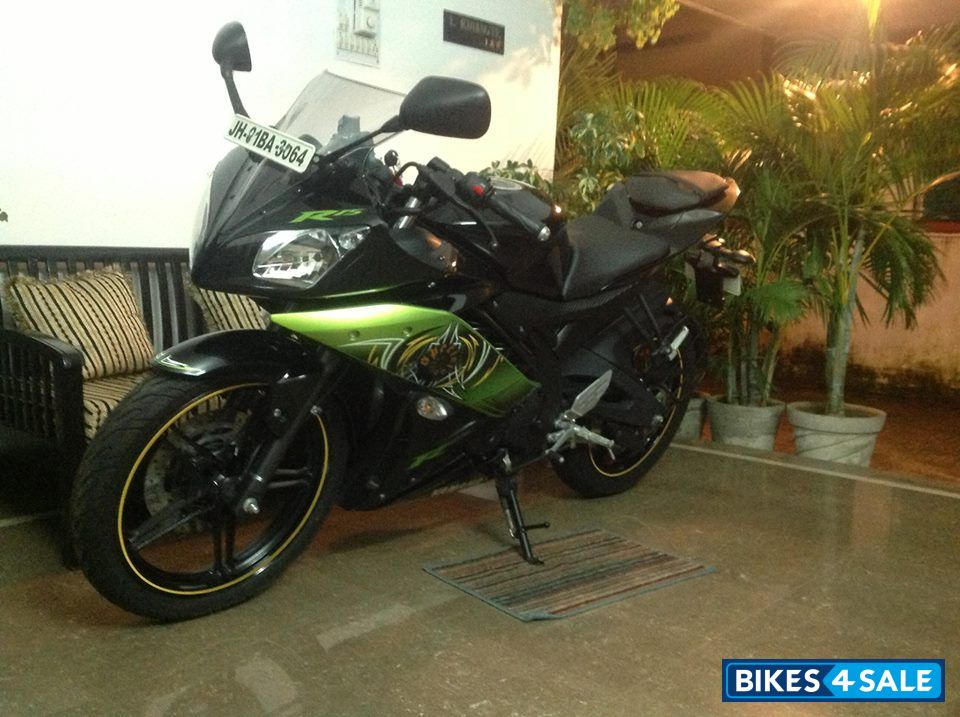 Yamaha R15 Bike Green Image Information
