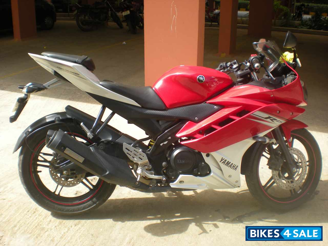 R15 V2 Red And White Red/white Yamah...