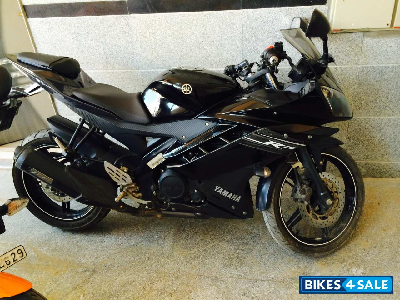 Black Yamaha YZF R15 V2 Pictures - 2 Pictures AvailableYamaha R15 Black