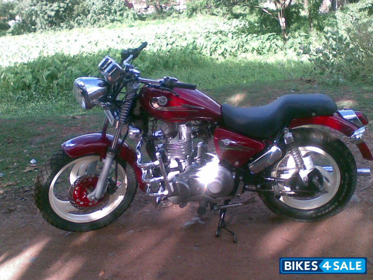 Red Royal Enfield Thunderbird Picture 1