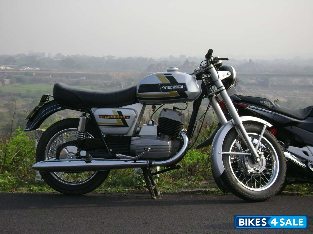 Second hand Ideal Jawa Yezdi RoadKing in Hyderabad. Showroom condition ...
