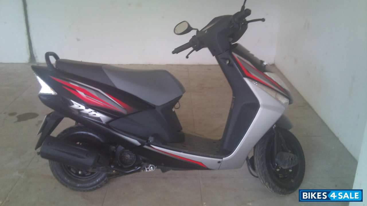 Honda Dealers Cleveland >> Black (with Body Graphics) Honda Dio Picture 1. Bike ID ...