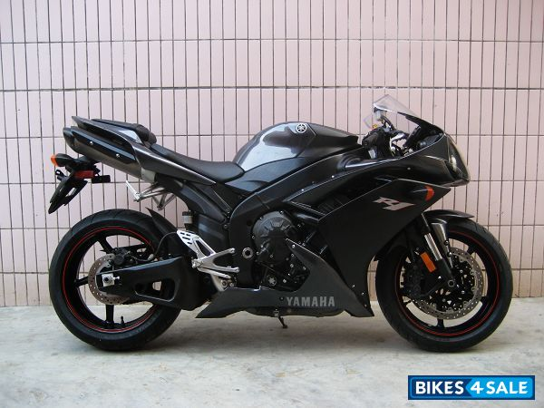 second hand yamaha yzf r1 in bharuch excellent yamaha yzf r1 with new tires new exhaust pipes. Black Bedroom Furniture Sets. Home Design Ideas