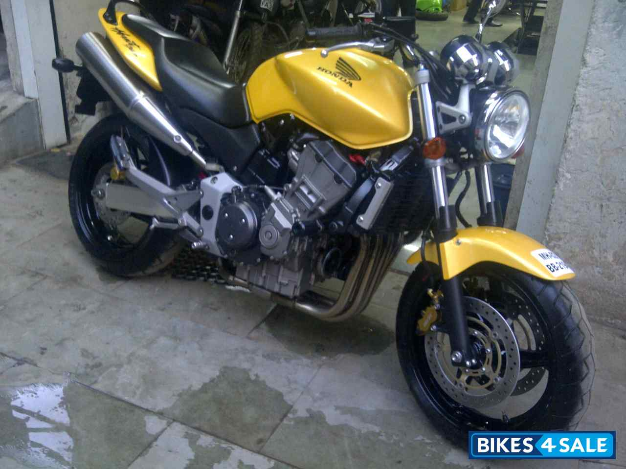 metallic yellow honda hornet 900 picture 3 album id is 75097 bike located in mumbai bikes4sale. Black Bedroom Furniture Sets. Home Design Ideas