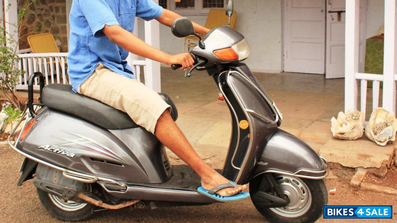 Second hand Honda Activa in Pune. VIP number- 747 Scooter owned by Foreign National Students and ...
