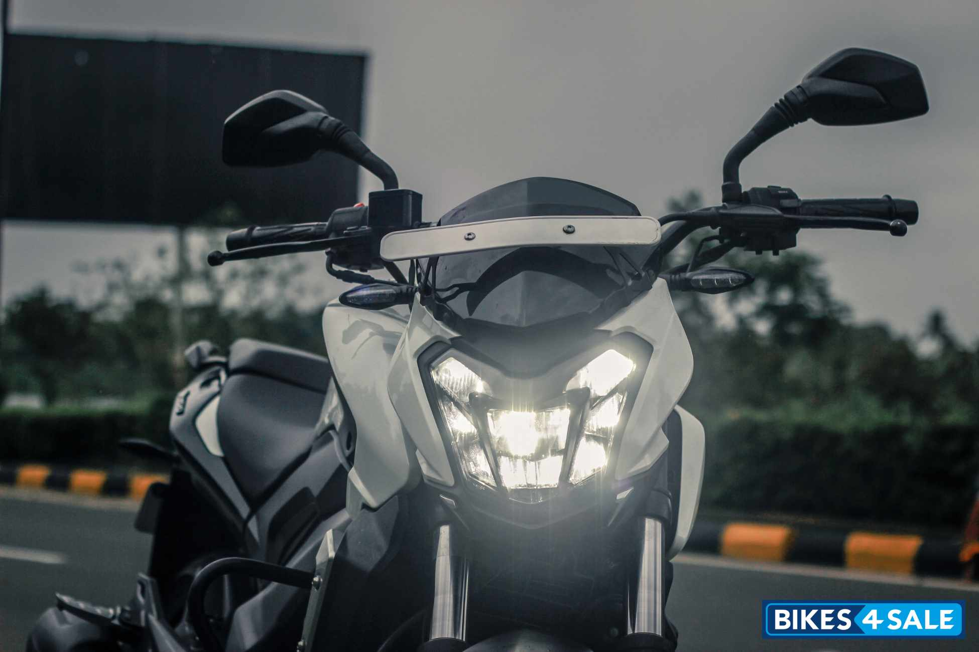 Bajaj Dominar 400 Fully LED headlight