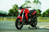 Benelli TNT 300 price, specs, mileage, colours, photos and