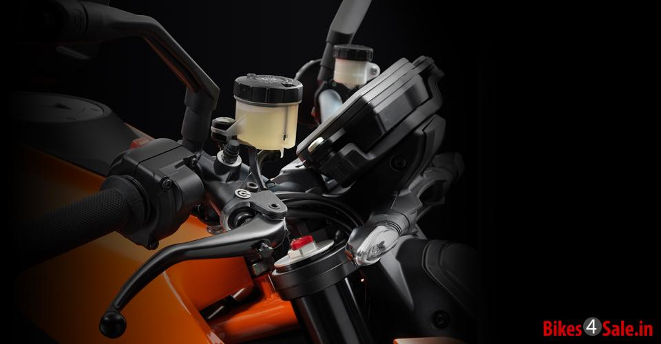 Throttle of KTM 1290 Super Duke R
