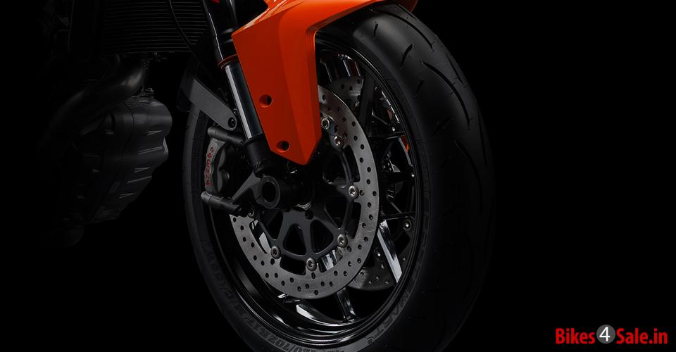 Tyres Control of KTM 1290 Super Duke R