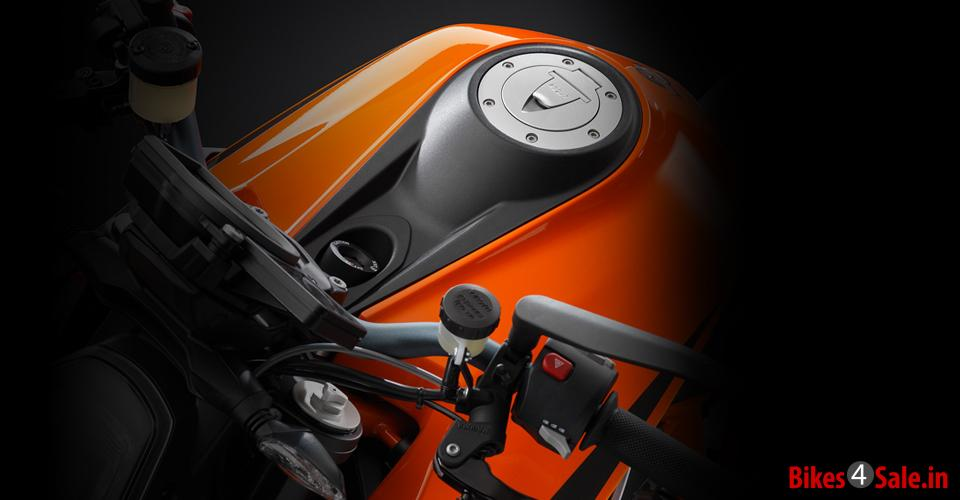 Petrol Tank of KTM 1290 Super Duke R
