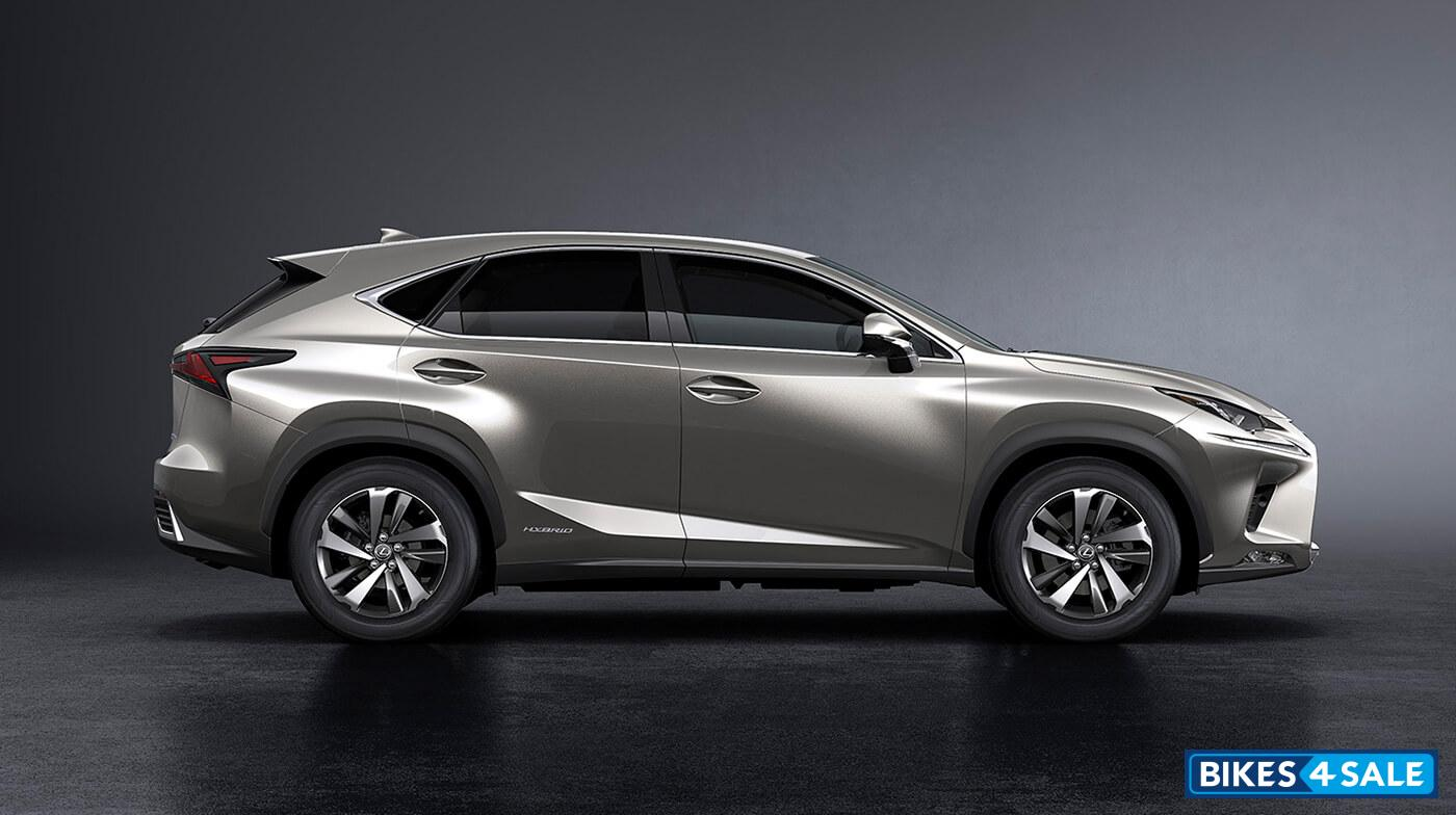Lexus NX 300h Exquisite Petrol AT