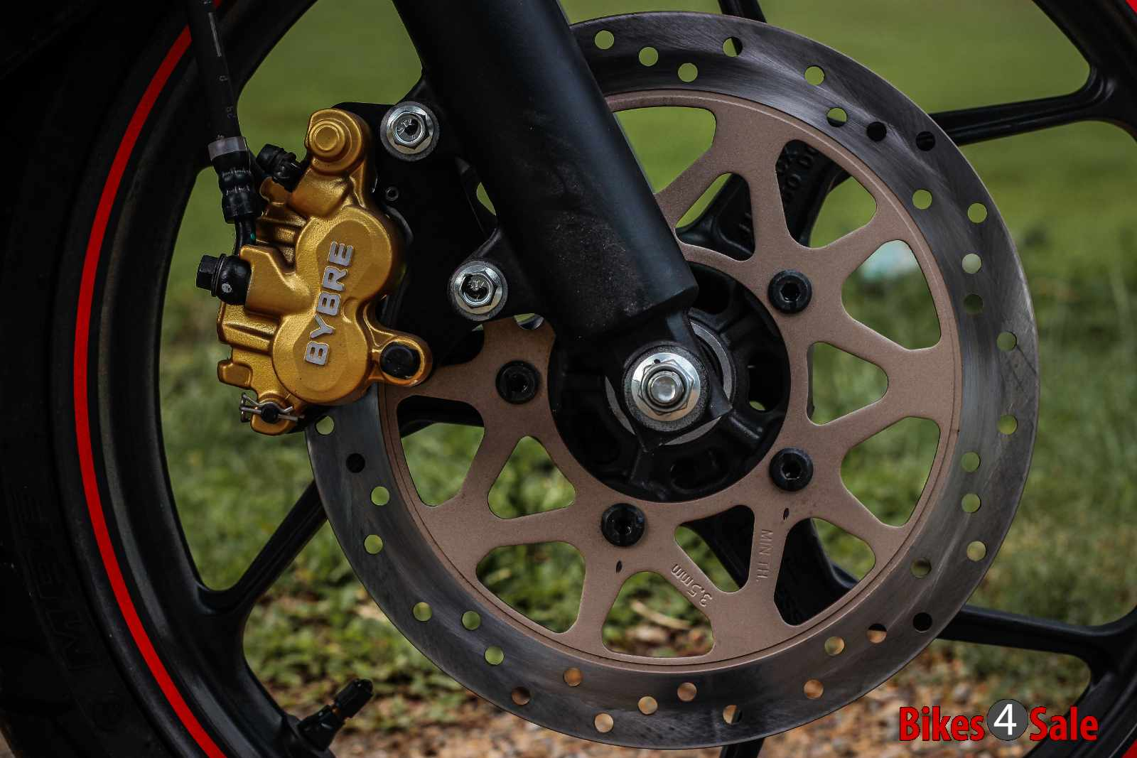 Suzuki Gixxer Sf Fi front disc brake with BRYBE caliper