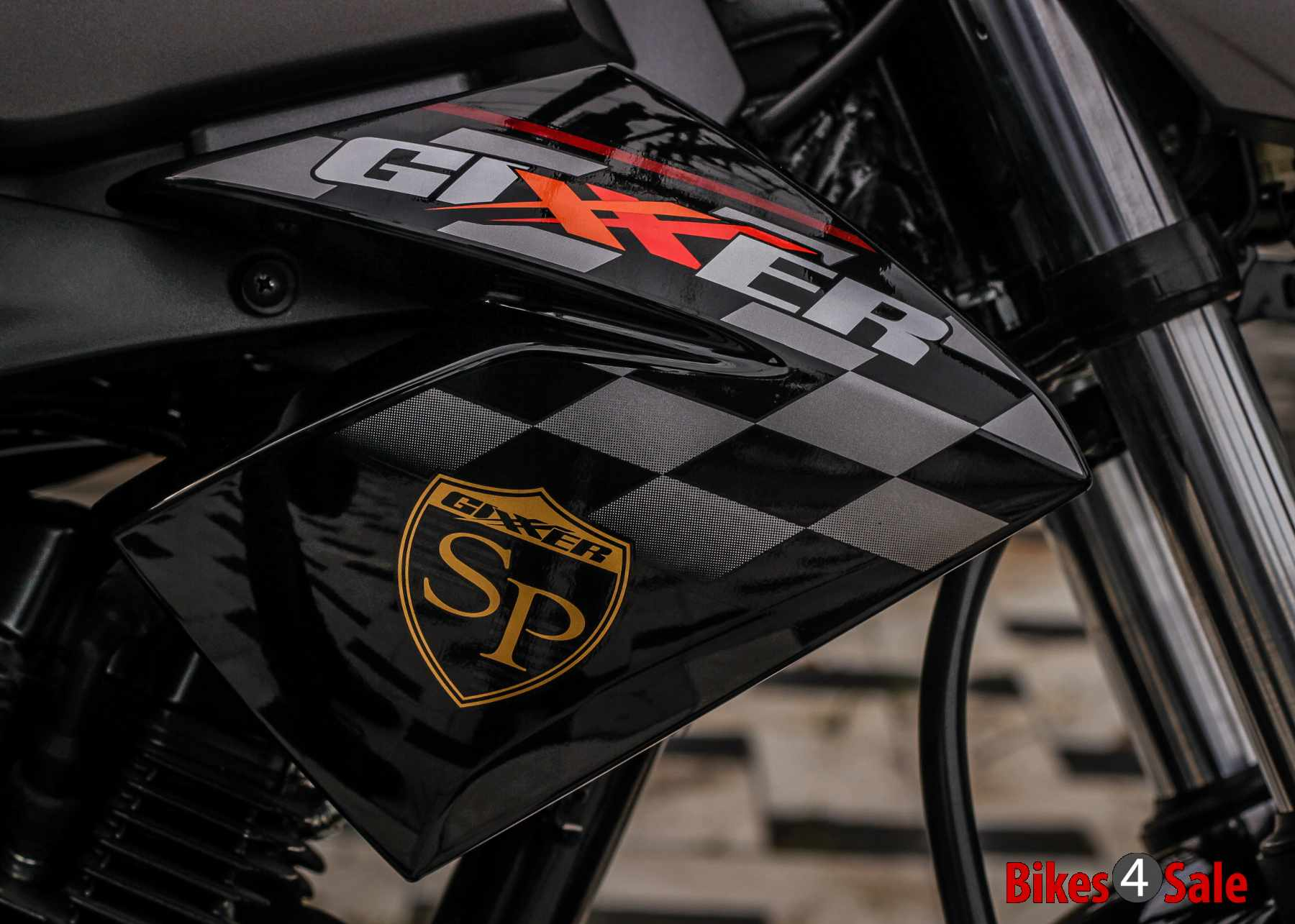 Suzuki Gixxer SP emblem and graphics