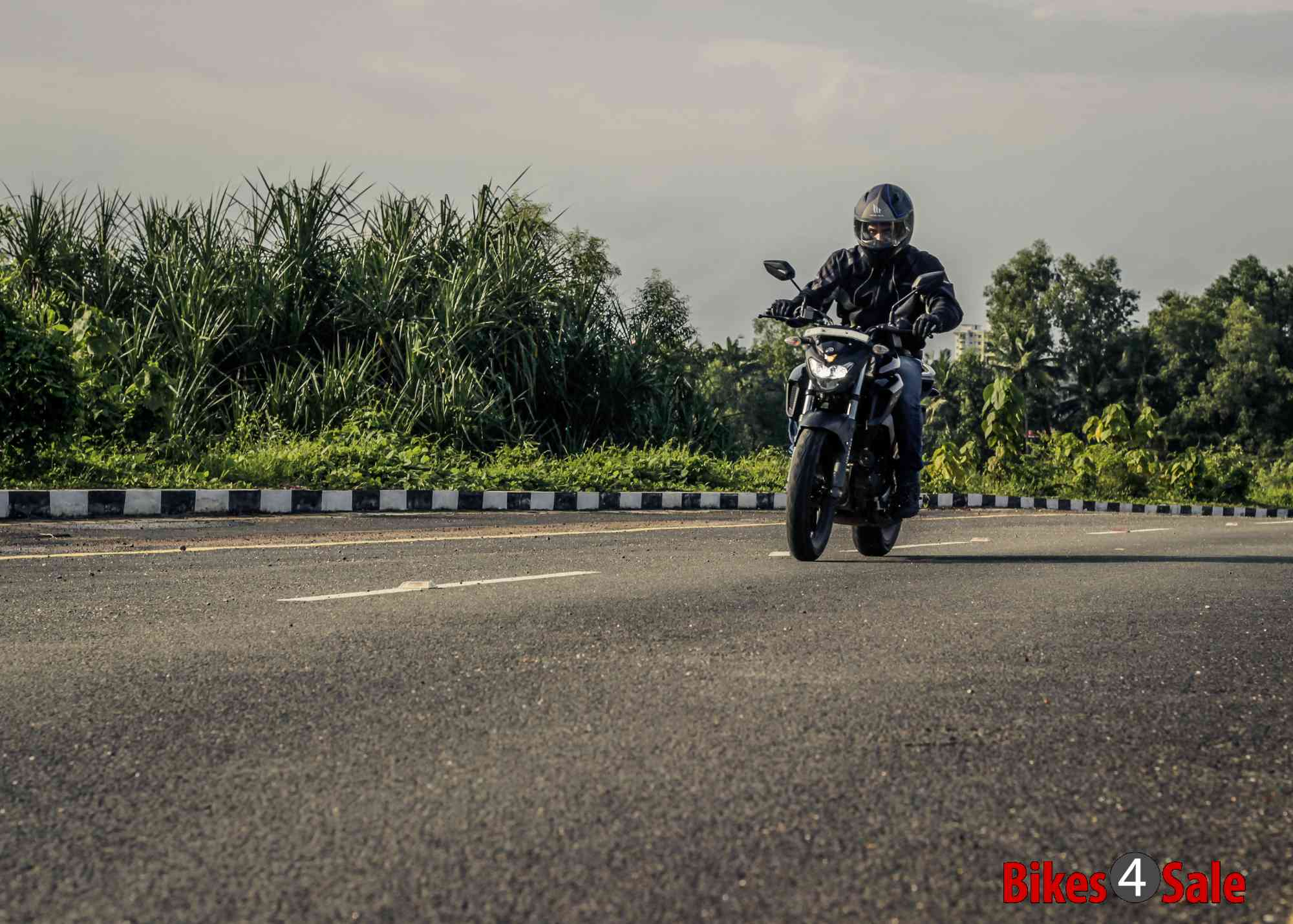 Yamaha Fz25 riding