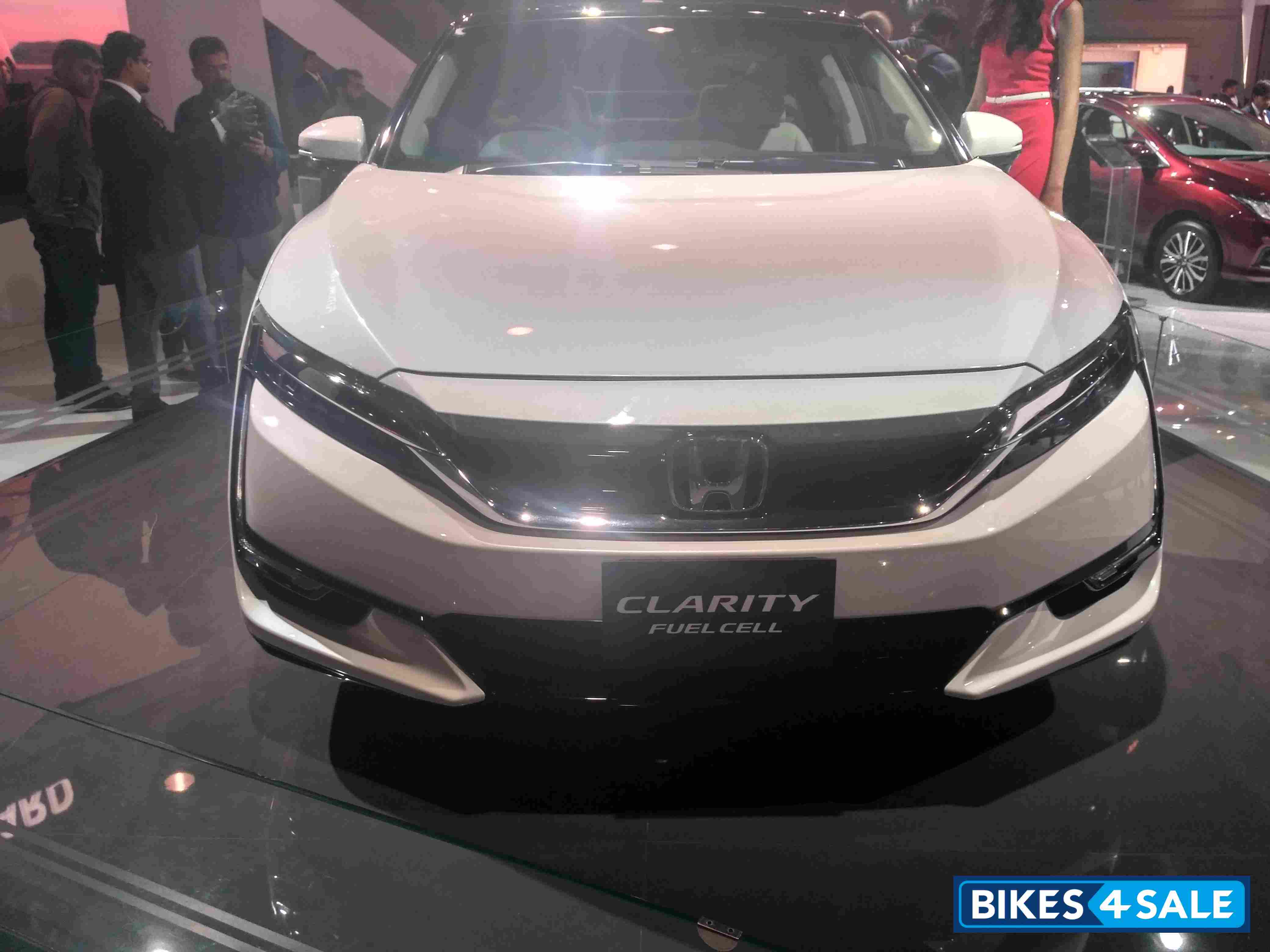 Slide 32 : Fuel Cell powered Honda Clarity  Cars Showcased