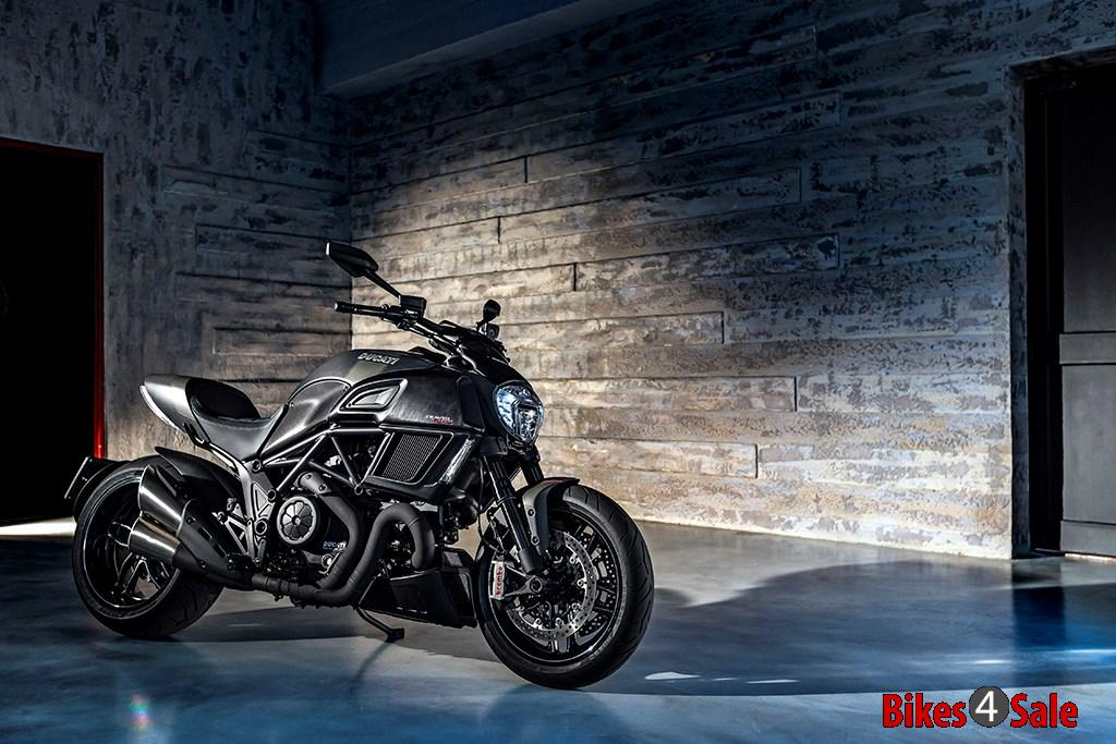 2016 Ducati Diavel Carbon Front