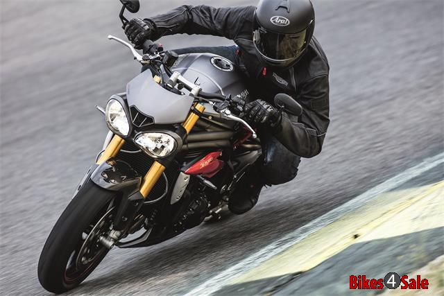 2016 Triumph Speed Triple 2